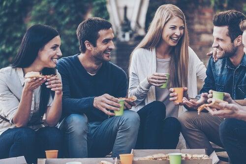 Los amigos son un regalo que nos hacemos a nosotros mismos