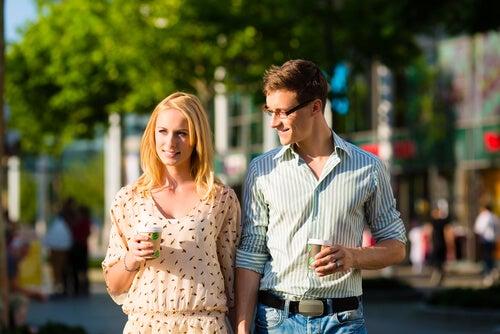 ¿Sabes cómo ha trascendido el consumismo a las relaciones de pareja?