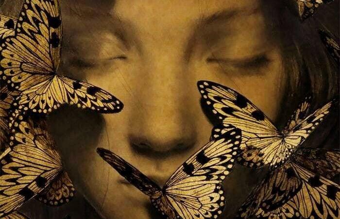 Rostro feliz con mariposas reprentando la conciencia