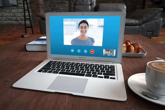 pantalla de ordenador con psicólogo online