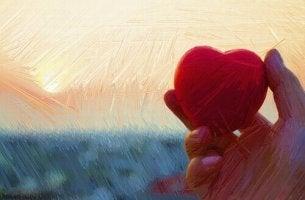 Mano con un corazón simbolizando el amor