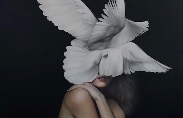 mujer paloma