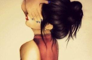 mujer-tapandose-los-ojos