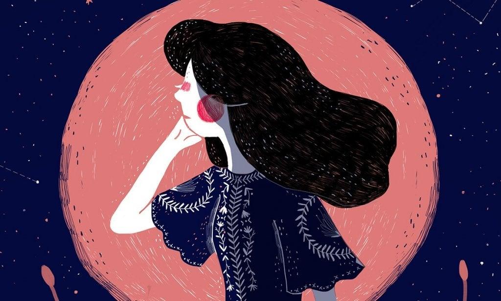 Mujer pensando junto a la luna