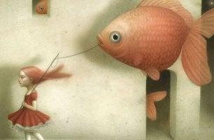 Niña con pez pensando en lo que viene