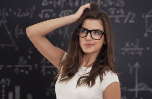 Chica con problemas para aprender matematicas