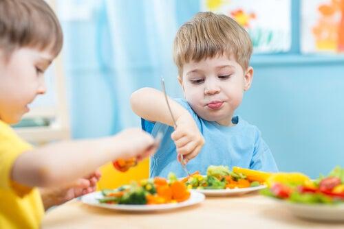 9 técnicas psicológicas para conseguir que los niños coman