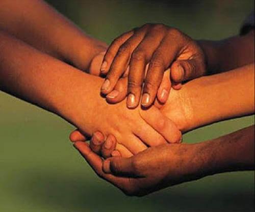 Estar con personas, y no por encima de ellas, nos hace mejores
