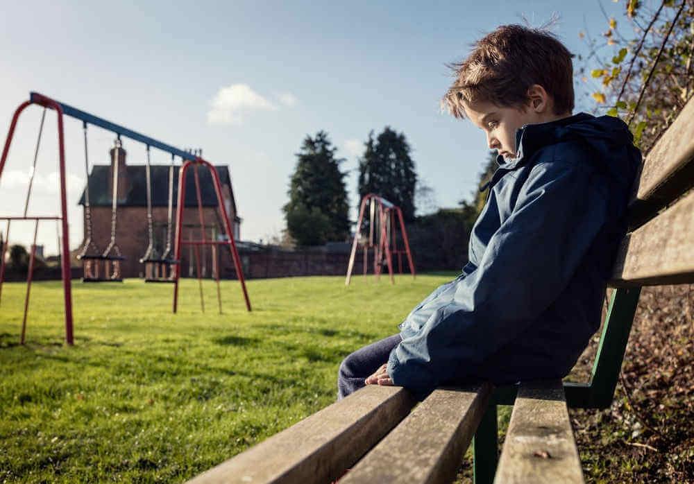 Niño representando el bullying