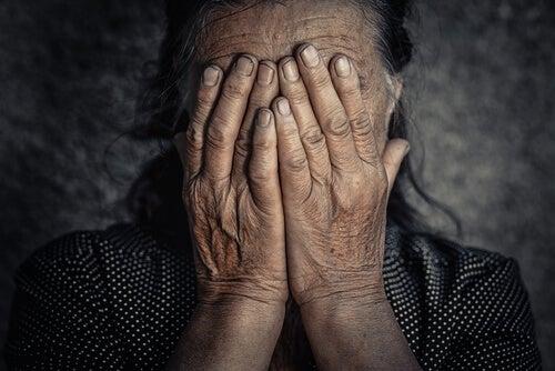 ¿Qué relación hay entre las emociones negativas y el dolor crónico?