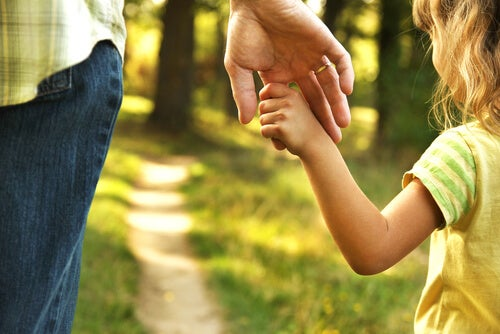 Educar desde fuera para que los niños aprendan a ser felices desde dentro