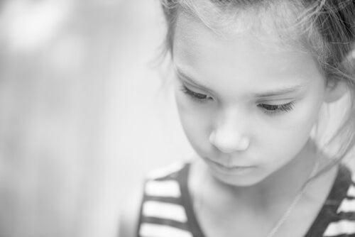 ¿Sabes cómo afecta la pobreza al desarrollo cerebral infantil?