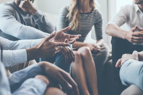 5 estrategias para entablar una conversación interesante