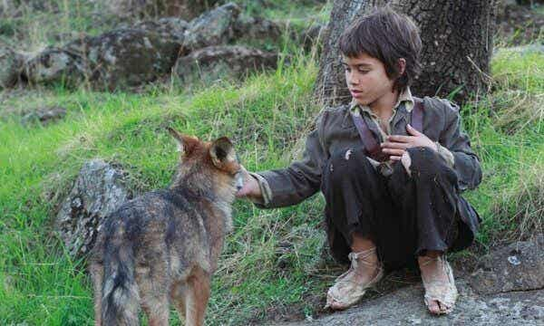 Entre lobos: la historia del niño que sobrevivió en mitad de la naturaleza