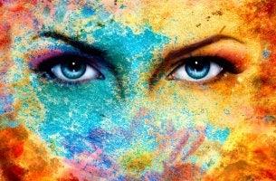 Mirada profunda ojos color azul