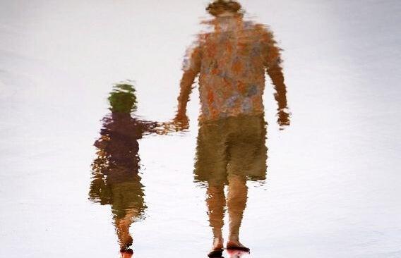 Hija y padre borrosos