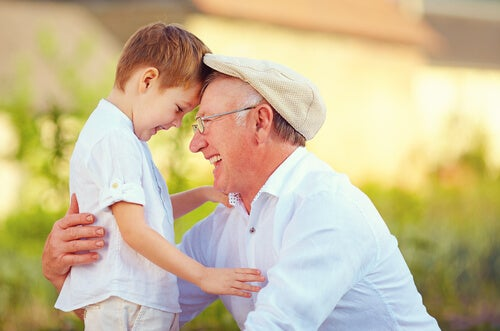 Gracias a esos abuelos que acuden al rescate de los padres que trabajan mucho
