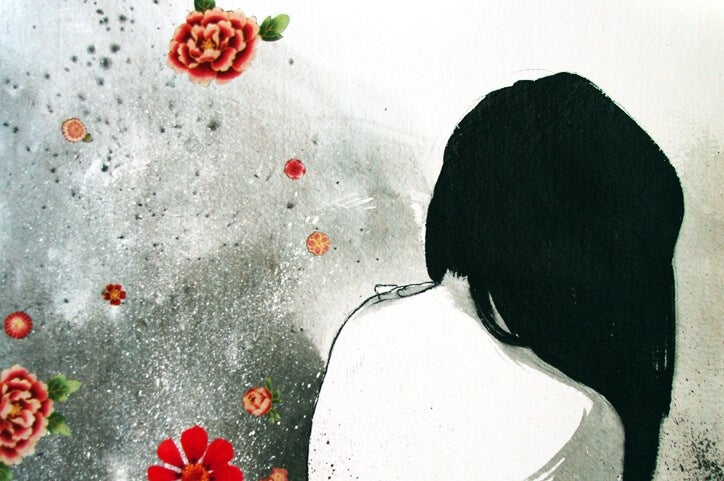 mujer pensando en liberar emociones
