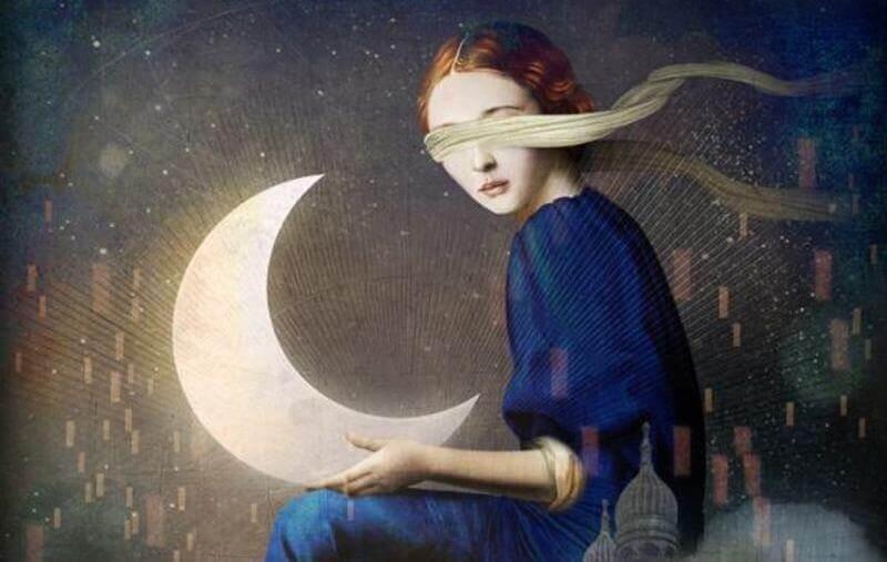Mujer con ojos tapados entre narcisismo y autoestima