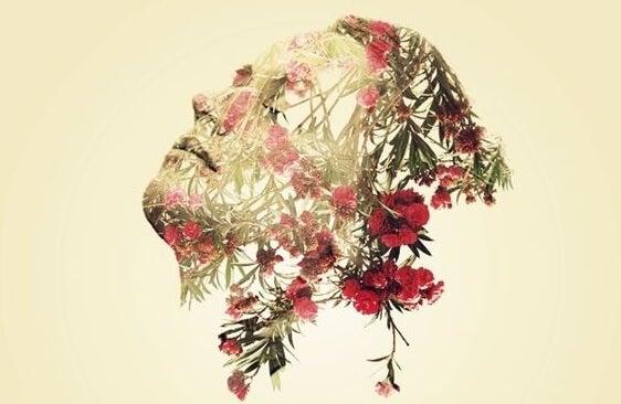 Mujer con flores en la cara simulando emociones