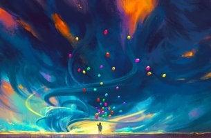 Hombre con globos de colores