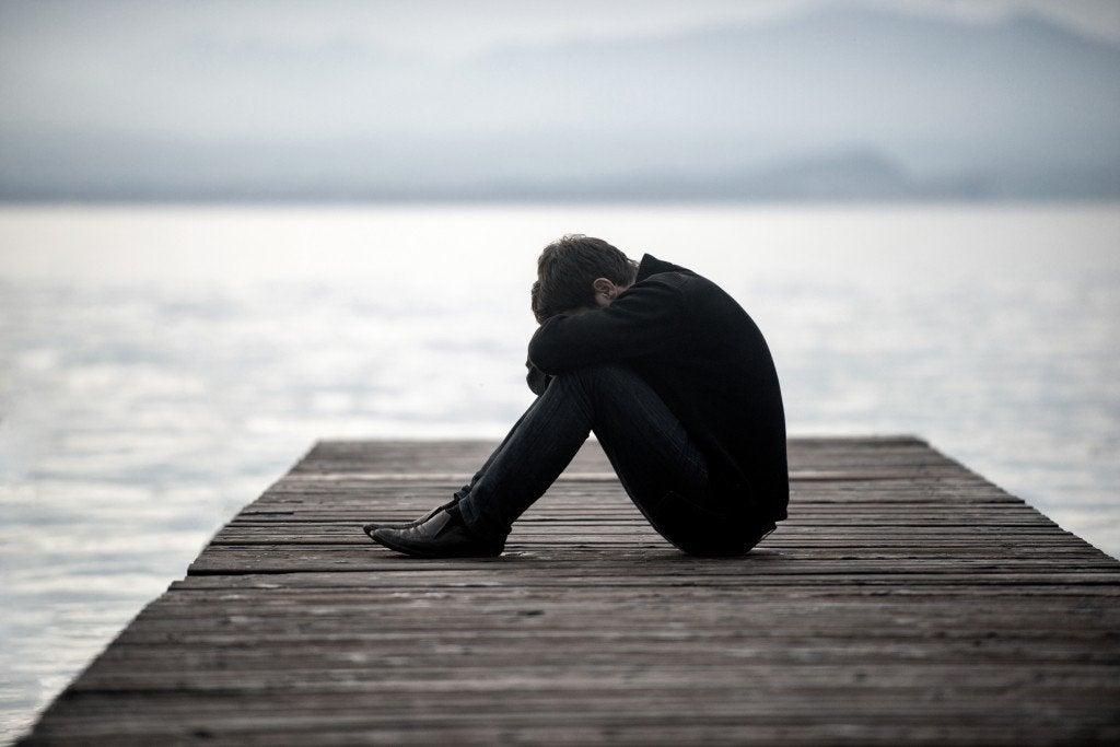 Hombre solo y triste