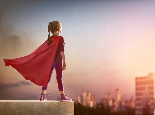 Se olvidó de ponerse la capa, pero sigue siendo una superheroína