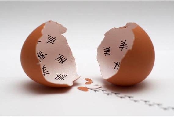 cascara de huevo abierta representando la impaciencia