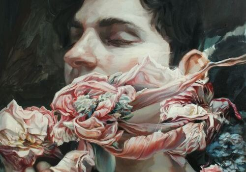 chico con flores envolviéndole el rostro para taparle sus puntos ciegos