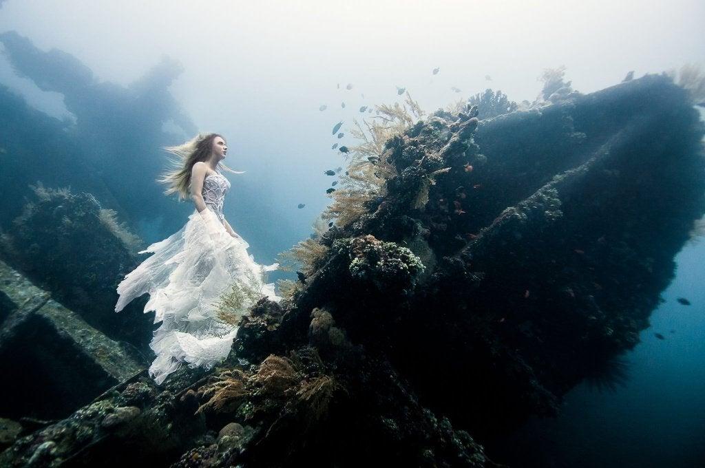 Mujer bajo el agua fantasía