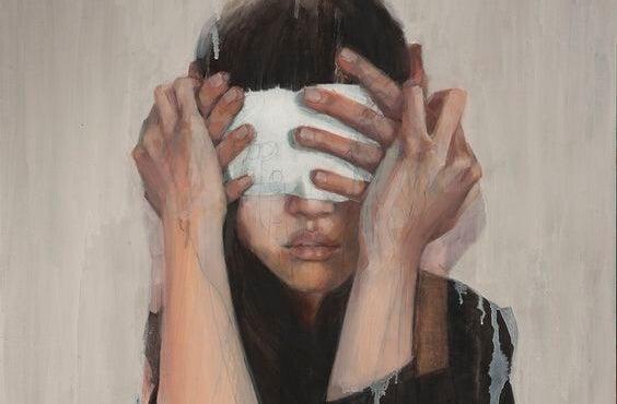 mujer con los ojos tapados representando las frases de Daniel Kahneman
