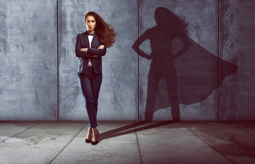 Hombres a la sombra de súper-mujeres
