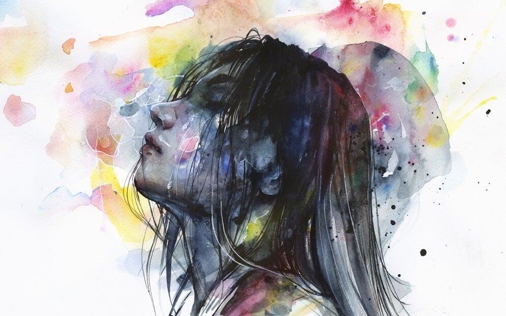 mujer con los ojos cerrados sufriendo la ansiedad flotante