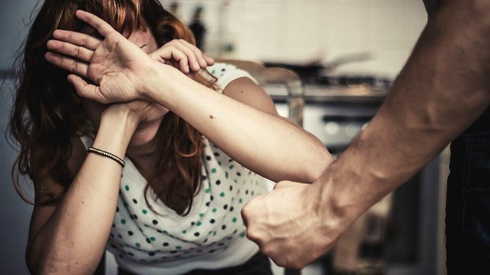 mujer que sufre violencia de género