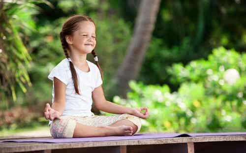 La meditación en la infancia: cultivando desde pequeños nuestro jardín interior