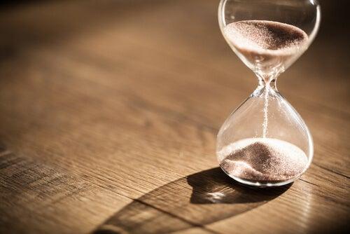 Tiempo que pasa en un reloj de arena
