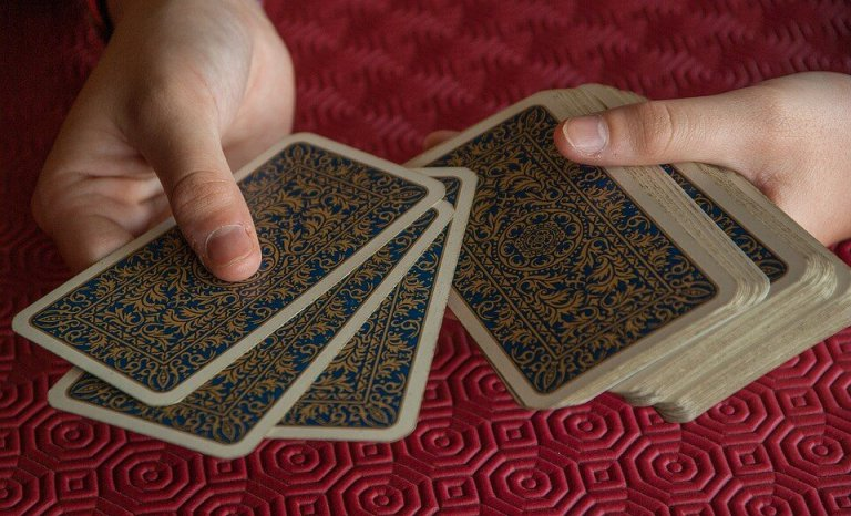 ¿Sabías que una partida a las cartas puede mejorar tu clase social?