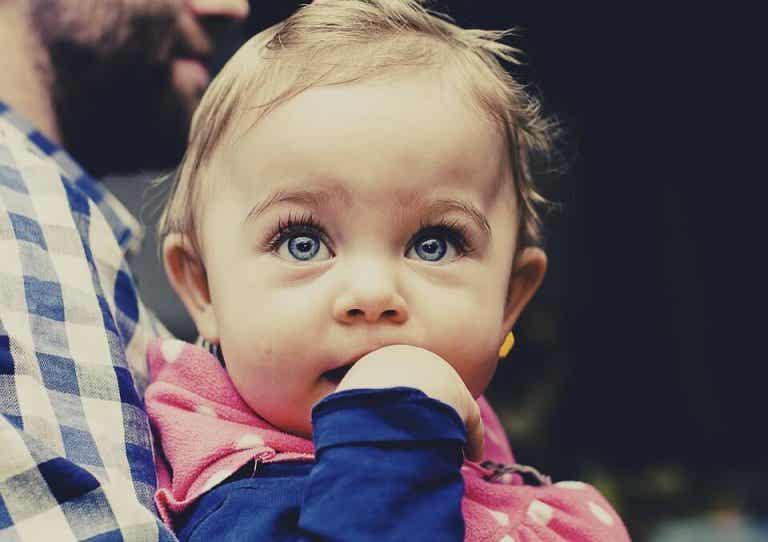 ¿Sabes qué aprende a hacer un bebé entre los 4 y los 6 meses?