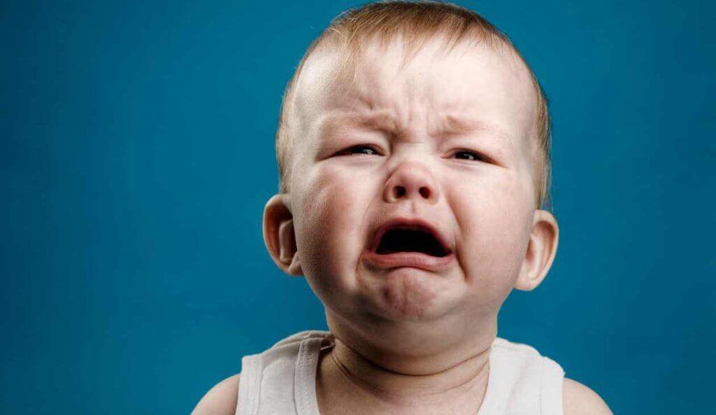 Bebé llorando mucho
