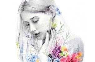 chica con flores en el cuerpo pensando en tener hijos