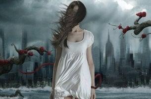 Chica con vestido blanco sufriendo una pesadilla recurrente