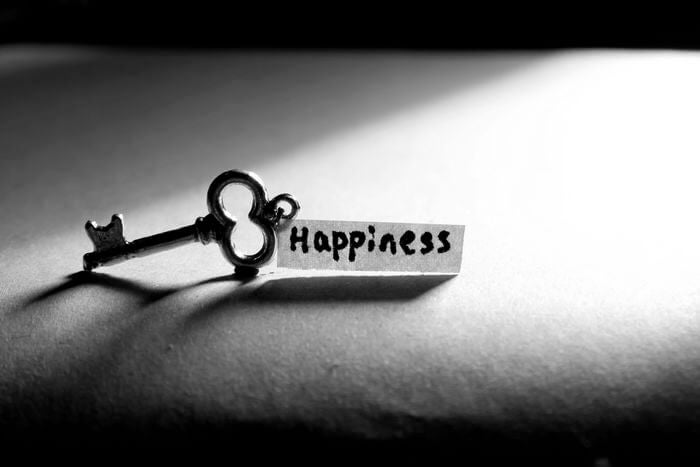 Llave con palabra felicidad