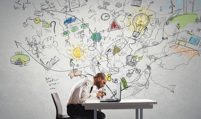 Hombre estudiando en su ordenador la sustancia blanca del cerebro