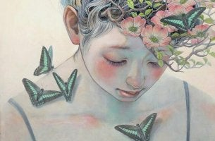 Mujer con flores y mariposas liberándose de la toxicidad
