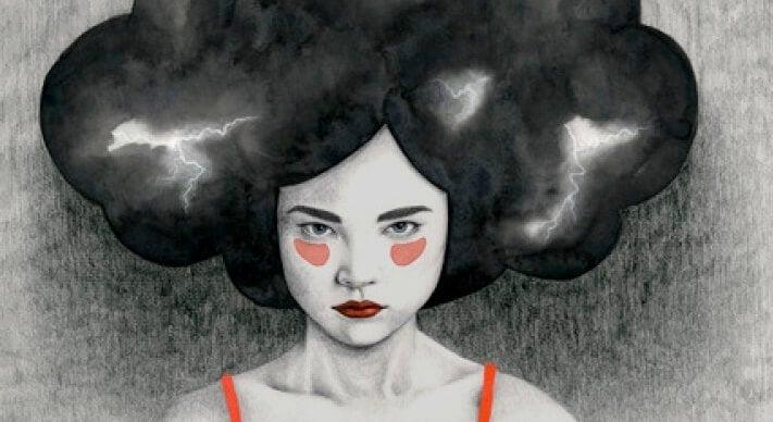 mujer con nube oscura sobre la cabeza