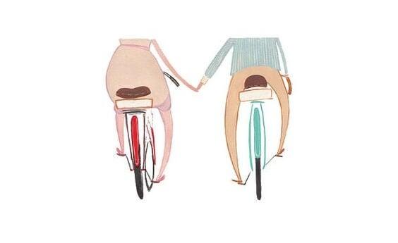 pareja de paseo en bici