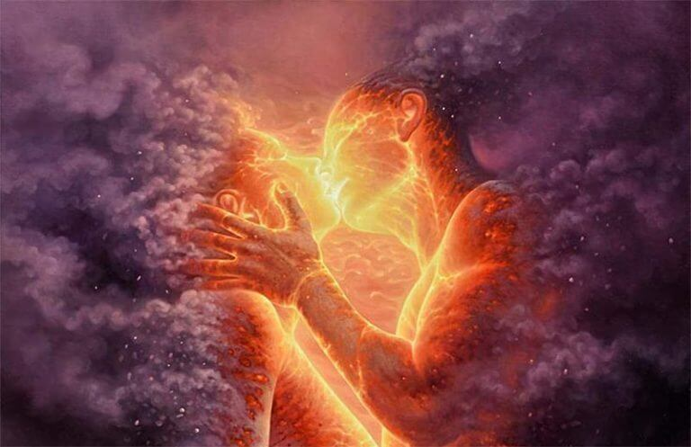 pareja envuelta en fuego besándose