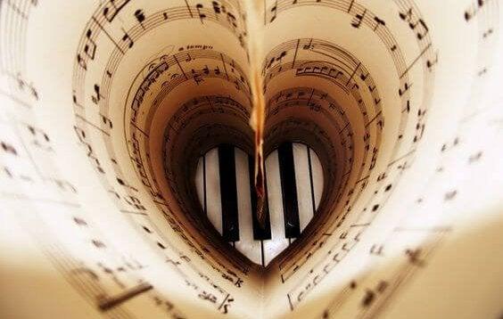 Partitura en forma de corazón
