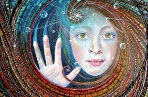 chica con la palma de la mano abierta practicando la autorreflexión