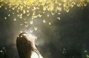 chica debajo de una nube de mariposas pensando en sus propósitos vitales